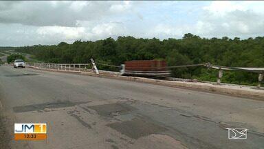 Ponte Marcelino Machado sofre pela falta de infraestrutura no Maranhão - Há mais de três meses a ponte sobre o Estreito dos Mosquitos, entre São Luís e o Continente, aguarda por reparos emergenciais numa parte da estrutura que foi afetada durante um acidente com uma carreta.