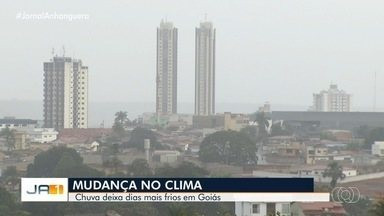 Tempo chuvoso faz temperaturas cairem, em Goiás - Previsão passou a ser de alerta de temporais em algumas regiões.
