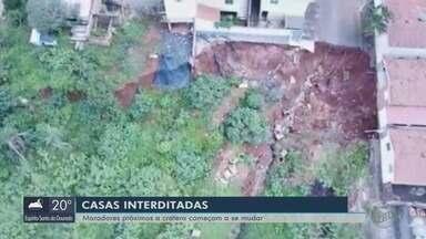 Moradores se mudam após cratera abrir e fazer casas serem interditadas em Monte Belo - undefined