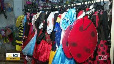 Venda de artigos e fantasias movimenta o comércio em Balsas - Secretaria de Cultura também deu início a preparação para a festa momesca no município.