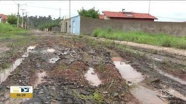 Moradores reclamam da falta de infraestrutura em bairro em Codó - Segundo os moradores do Residencial São Pedro, os problemas que vão desde ruas não pavimentadas à falhas na coleta de lixo.