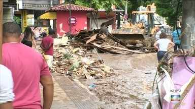 Quase nove mil pessoas ainda estão fora de casa por causa das chuvas no ES - Em Cachoeiro de Itapemirim, a maior cidade do sul do estado, o Rio Itapemirim subiu mais de dez metros.
