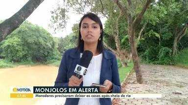 Famílias deixam casa após transbordamento de barragem em Monjolos - Cerca de 25 famílias foram levadas para abrigo da Prefeitura; ninguém ficou ferido. A empresa responsável pela barragem informou que houve um transbordamento.