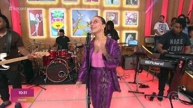 Priscilla Alcântara canta 'Solitude' - Confira