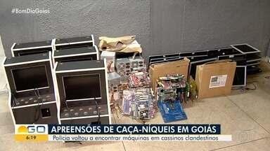 PM localiza casa que funcionava como 'fábrica' de máquinas caça-níqueis, em Goiânia - Várias peças usadas na montagem foram localizadas na residência, na Vila Isaura. Homem foi levado para a delegacia, mas foi liberado após prestar depoimento.
