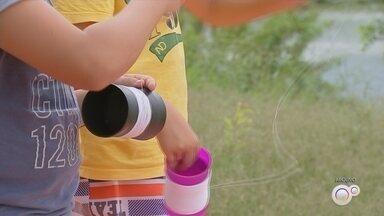 Campanha em Sorocaba alerta para risco de soltar pipas perto de rede elétrica - Uma campanha em Sorocaba (SP) alerta para o risco de soltar pipas perto da rede elétrica, além do uso de linhas com cortante.