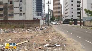 Terreno acumula lixo no bairro de Manaíra, em JP - Confira os detalhes com o repórter Hebert Araújo.