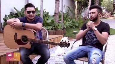 Fábrica de Talentos: os Parazim - Os irmãos Samuel e Thiago contam a história da carreira da dupla e cantam sucessos gravados por sertanejos famosos