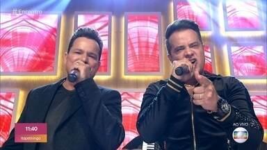 João Neto e Frederico cantam 'Garrafa Voa' - Dupla lança DVD com 18 músicas inéditas
