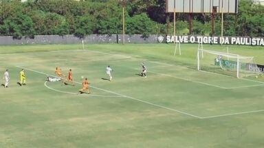 Atibaia vence Votuporanguense e garante primeira vitória na Série A2 do Paulista - Atibaia venceu o Votuporanguense por 2 a 0 em partida realizada nesta quarta-feira (29), no estádio Décio Vitta, em Americana (SP). Os gols da partida foram marcados por Judson e Ronaldo Henrique.