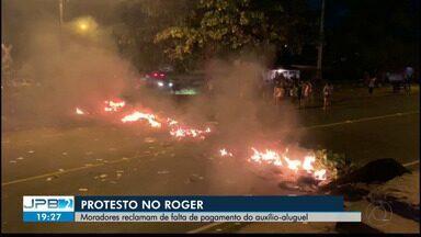 JPB2JP: Protesto no bairro do Roger em João Pessoa - Moradores reclamam de falta de pagamento do auxílio-aluguel.