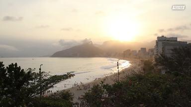 Skate Em Niteroí - O skatista Nilo Peçanha acompanha Carlinhos Zodi, Anderson Tuca e Flavio Samelo por sessões em pistas clássicas do Rio de Janeiro e em uma piscina em Niterói.