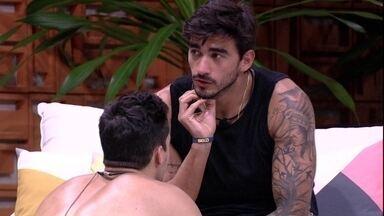 Guilherme: 'Eu não vejo maldade nas pessoas, isso é um jogo' - Brothers conversam na área externa