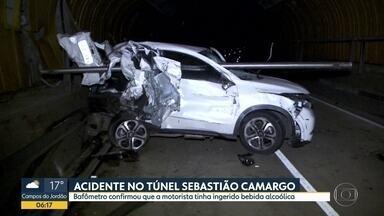 Acidente em túnel de SP é causado por motorista alcoolizada - Os carros ficaram destruídos. Exame do bafômetro confirmou que ela tinha ingerido bebica alcoólica