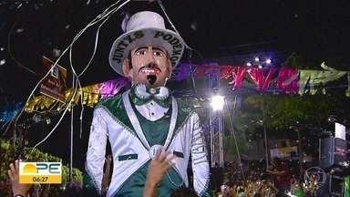 Homem da Meia-Noite vai a Arcoverde buscar traje do desfile - Calunga de Olinda desfila no Sertão do estado.