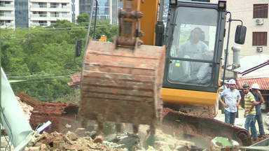 Perícia deve apurar desabamento de prédio em Porto Alegre - Assista ao vídeo.