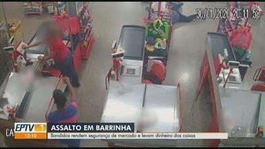 Dupla armada rende funcionárias durante assalto a supermercado em Barrinha, SP - Homens fugiram com R$ 800 dos caixas, celulares dos clientes e arma do segurança. Ninguém foi preso.