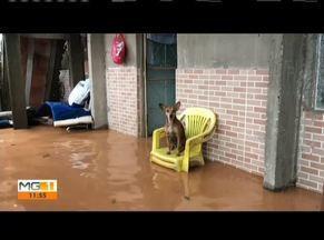 Moradores mostram situação de locais atingidos pela chuva em Santana do Paraíso - Município foi um dos que decretaram situação de emergência junto ao Governo Estadual.