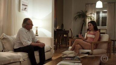 Milena conversa com César sobre o relacionamento de Daniel com os pais - Ela comemora ao saber que a mãe do namorado aceitou jantar com eles