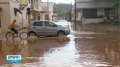 Chuva deixa ruas alagadas em Santa Rita do Sapucaí (MG) - Chuva deixa ruas alagadas em Santa Rita do Sapucaí (MG)