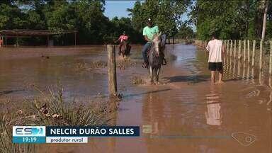 Fazendas ainda estão alagadas em comunidade de Linhares, no ES - Alagamento ocorre em Brejo Grande.