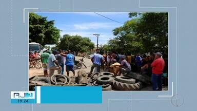 Moradores de Três Vendas realizam protesto na BR-356 - Moradores pedem reconstrução do dique por medo de enchente avançar na comunidade.