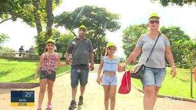 Caminhar 2020 agita Praça da Glória em Contagem, na Grande BH - População aproveitou para se exercitar e tirar dúvidas sobre saúde.