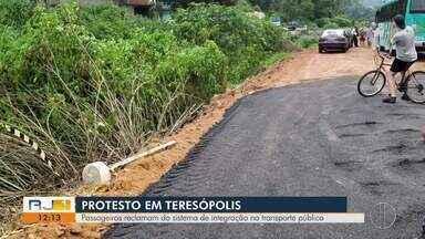 Passageiros protestam contra o sistema de integração no transporte público de Teresópolis - Protesto aconteceu neste domingo (2), mesmo dia em que o sistema entrou em vigor.