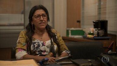 Lurdes pede para Miriam ensiná-la a investigar o desaparecimento de Domênico - A babá explica que não tem mais dinheiro para contratar um detetive