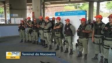PMs passam a reforçar segurança do TI Macaxeira - Pelo local, diariamente, circulam 60 mil pessoas e 14 linhas de ônibus.