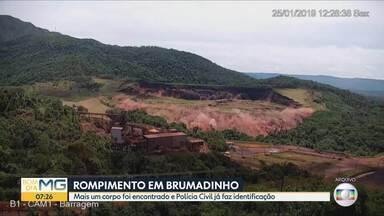 Polícia tenta identificar mais uma vítima localizada nos rejeitos da Vale, em Brumadinho - Até agora 259 pessoas mortas no desastre já foram identificadas. Bombeiros trabalham em buscas há mais de um ano.