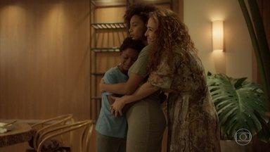 Miranda ajuda Vitória e Tiago com a mudança - A advogada é obrigada a dispensar os serviços de Edilene