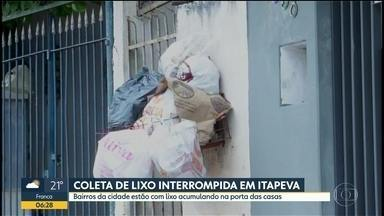 Bairros de Itapeva estão sem coleta de lixo - Caminhões que recolhem os resíduos estaríam quebrados. Prefeitura disse que situação deve normalizar ainda hoje.