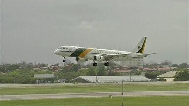 Dois aviões da FAB estão a caminho da China para buscar brasileiros - Brasileiros estão em Wuhan, onde começou o surto do novo coronavírus. Bolsonaro disse que todos ficarão de quarentena, inclusive o pessoal da FAB e uma dezena de militares.