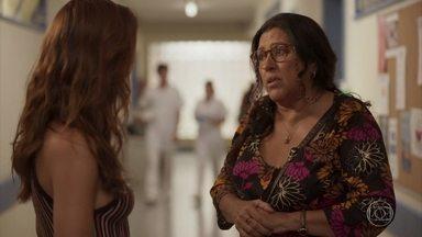 Lurdes pede ajuda a Betina para encontrar Tânia - Davi comemora o sucesso de seu protesto