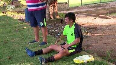 Em treino do Altos para jogo com o Vasco, Janio Daniel sai de campo com dores na coxa - Em treino do Altos para jogo com o Vasco, Janio Daniel sai de campo com dores na coxa