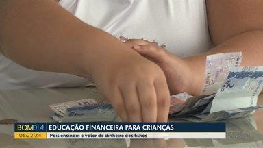 Economista dá dicas de como ensina filhas a lidar com o dinheiro - Meninas aprendem desde criança a fazer escolhas saudáveis.
