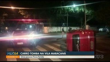 Carro tomba após batida em cruzamento da Vila Maracanã - Uma pessoa teve ferimentos leves.