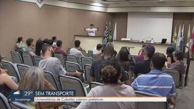 Universitários de Cubatão ficam sem fretado fornecido pela prefeitura - Eles fazem faculdades em outras cidades da região e cobram a prefeitura.
