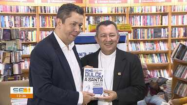 Livro que homenageia Irmã Dulce é lançado em Aracaju - Livro que homenageia Irmã Dulce é lançado em Aracaju.
