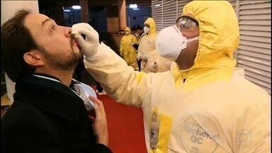 Brasileiros que estavam em Whuan, na China, já estão voltando ao Brasil - Diplomatas foram buscar os 34 brasileiros. Nenhum tem sintoma do novo coronavírus. Chegada a Anápolis, em Goiás, onde farão quarentena, está prevista para a madrugada de domingo (9).