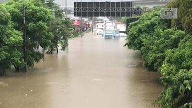 Chuva interdita a Ponte das Bandeiras no sentido Ayrton Senna