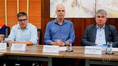 SP gasta menos do que poderia para a prevenção de alagamentos na cidade - De acordo com a produção do SPTV, a Prefeitura de São Paulo gastou menos da metade do orçamento previsto para a prevenção de enchentes em 2019. O prefeito Bruno Covas comentou as consequências da chuva em um vídeo gravado durante a reunião do comitê de crise da prefeitura.