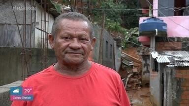 José Maria escapou por um triz de deslizamento em Osasco - Aposentado pode ser visto em uma imagem impressionante do desabamento no morro do Socó. Cauê Fabiano mostra a situação ao vivo no local