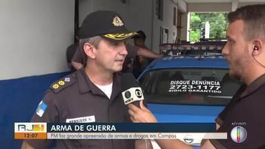 Policiais apreendem 30 kg de maconha e armas em Campos, no RJ - Drogas estavam em uma casa no bairro Vila Manhães.