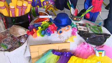 Lojas de fantasias em São José aproveitam carnaval para lucrar - Comércio está no pique da folia.