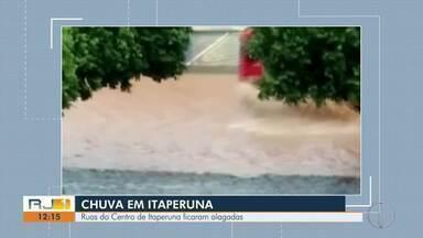 Ruas do Centro de Itaperuna, RJ, amanhecem alagadas - Alagamento é resultado da chuva da madrugada desta quinta-feira (13).