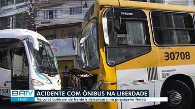 Destaques do dia: Batida entre dois ônibus deixa passageira ferida no bairro da Liberdade - Acidente de trânsito aconteceu na manhã desta quinta-feira (13). Veja este e outros destaques.