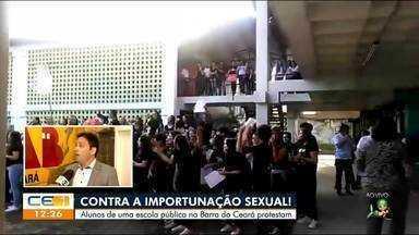 Estudantes protestam contra importunação sexual na Barra do Ceará - Saiba mais no g1.com.br/ce