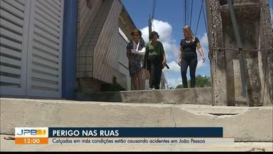 Moradores relatam acidentes em calçadas de João Pessoa - Prefeitura fala sobre ações para melhorar as condições das calçadas de João Pessoa.